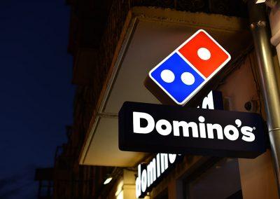 שילוט Dominos