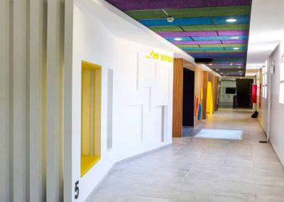 מסדרון בית ספר מעוצב